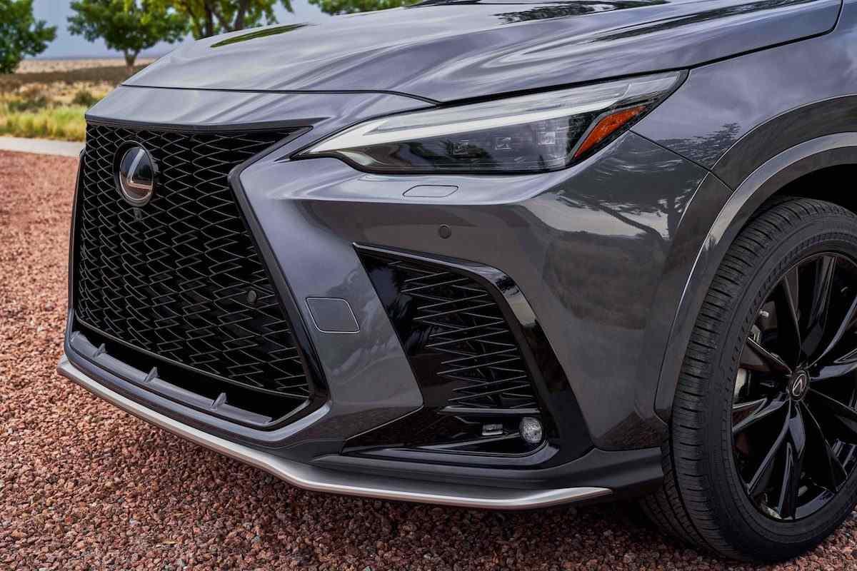 Lexus NX и IS 500 Performance Launch Edition